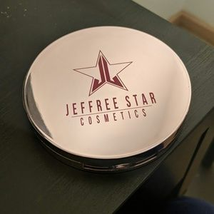 "Jeffree Star ""Crystal Ball"" Skin Frost Highlight"